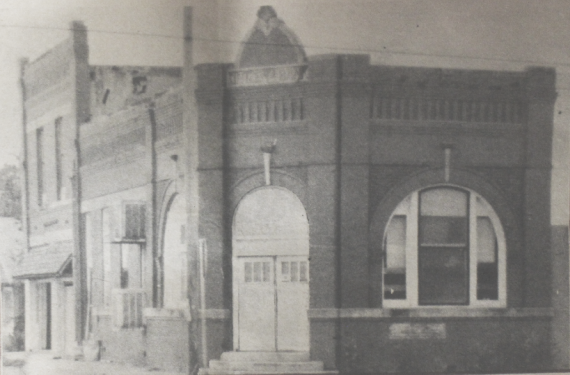an old picture of the Citizens Bank building